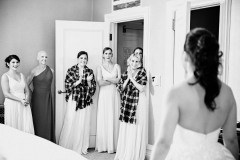 bridesmaids-reaction-bride-getting-ready