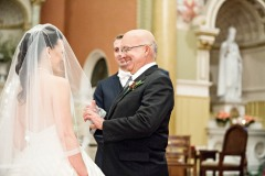 dad-lifting-veil-ceremony