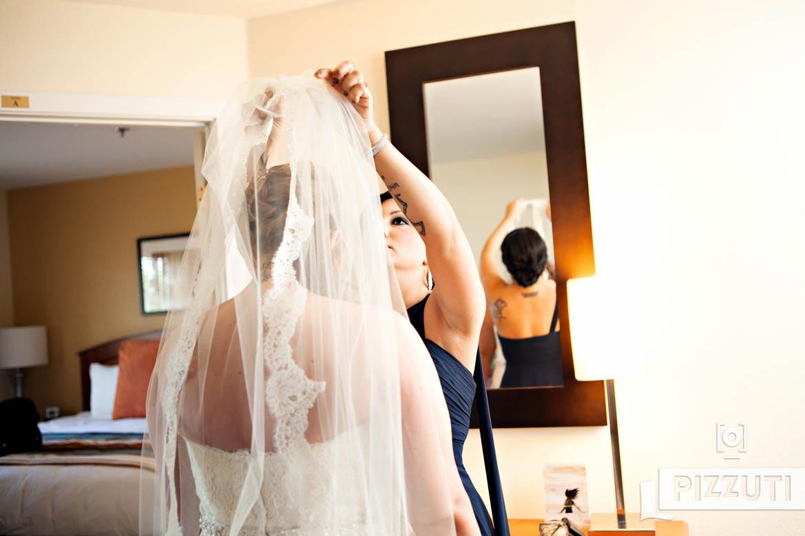bride-wedding-bridesmaid-veil-gown