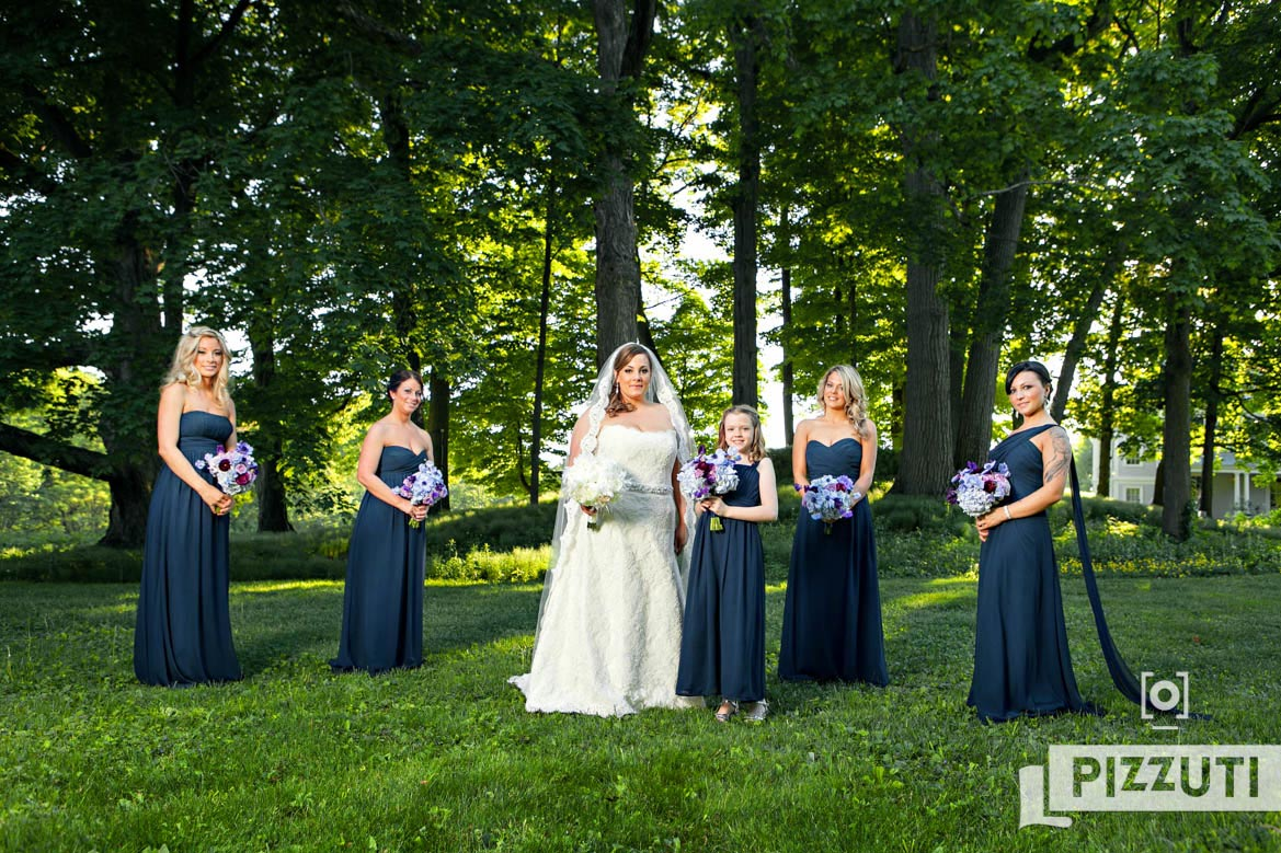 wedding-bride-bridesmaid-bouquets