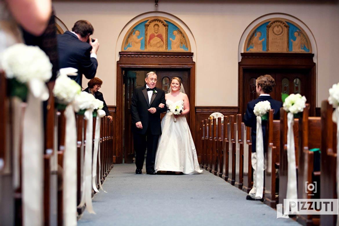 sacred-heart-aisle-wedding-photography